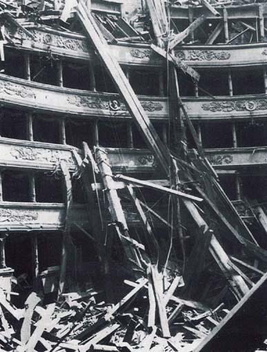 Immagine che raffigura la situazione della Scala dopo il bombardamento