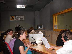 Alcuni alunni intervengono alla trasmissione radiofonica