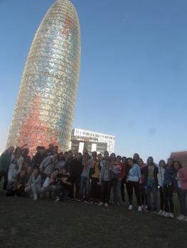 Foto di gruppo sotto la torre Agbar